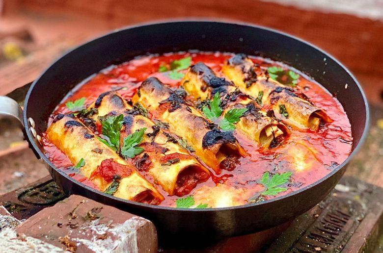 קנלוני במילוי ראגו ברוטב עגבניות